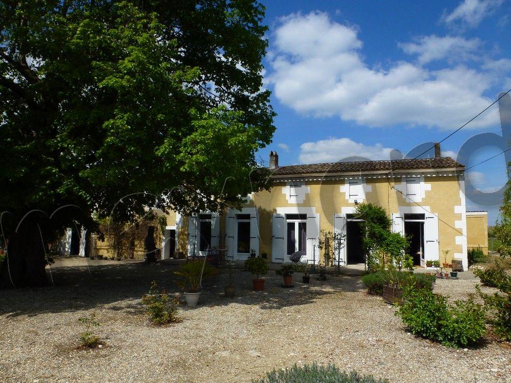 Saintongeaise restaurée sur plus de 7500 m².