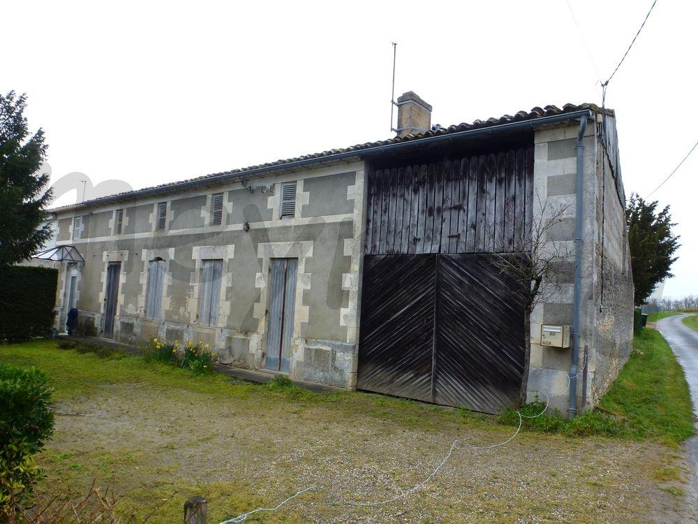 MAISON DE VILLAGE À RESTAURER avec plus d'un hectare de terre