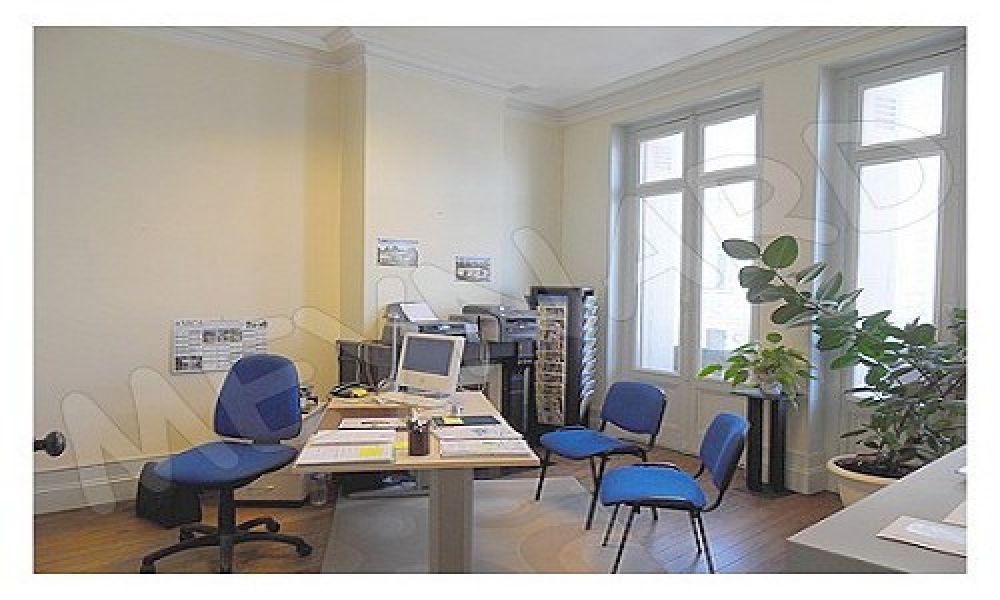 *Bureau centre BLAYE, bonne position commerciale
